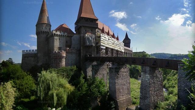 Cetatea-Hunedoara-Cetatea-Huniarzilor-Castelul-Corvinestilor-hunedoara