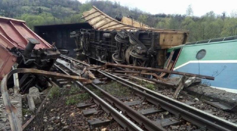 Mecanicii trenului de marfă deraiat la Merişor ar fi consumat alcool