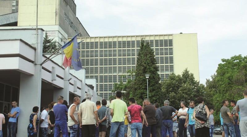 Angajaţii termocentralei Mintia au protestat spontan